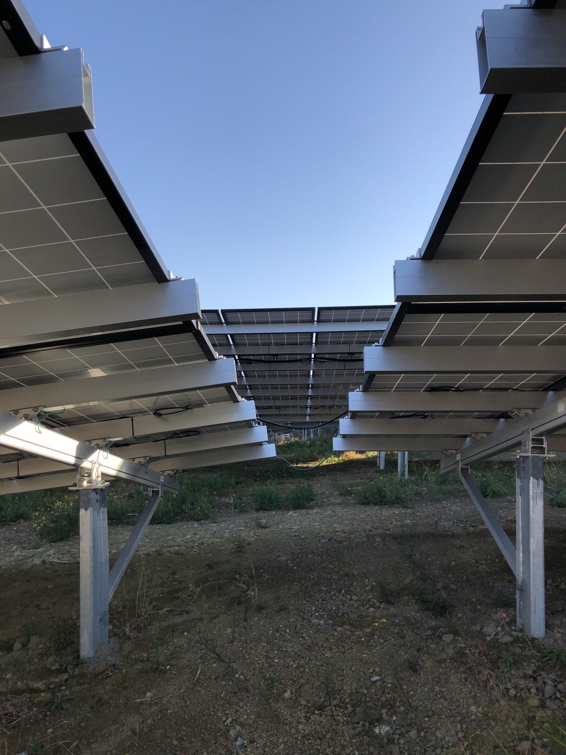 太陽光発電所にて
